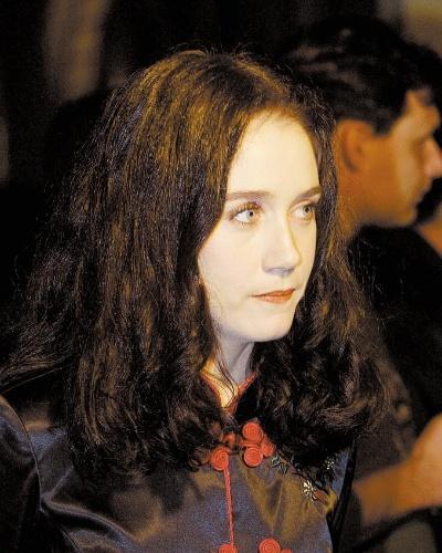 """A atriz Camila Morgado durante evento de divulgação do filme """"Olga"""", lançado em 2004"""