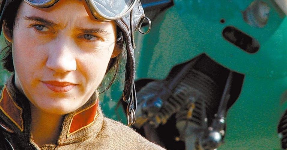 "A atriz Camila Morgado no filme ""Olga"", de Jayme Monjardim (2003)"