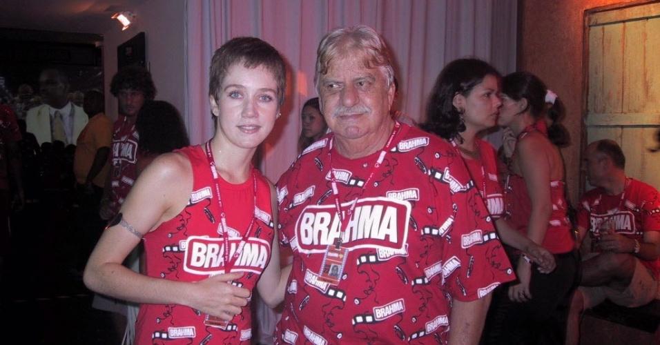 Camila Morgado e Hugo Carvana são fotografados no Camarote Brahma no Rio de Janeiro (23/2/04)