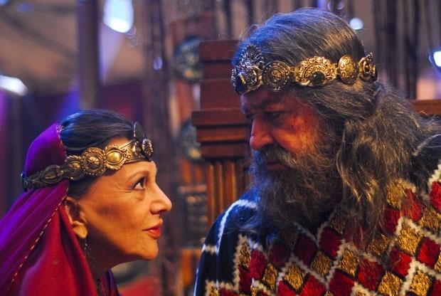 """O último trabalho da atriz na TV foi na minissérie """"Rei Davi"""", da Record, onde interpretou a vilã Ainoã. Na foto, aparece em cena com o ator Gracindo Jr. (2012)"""
