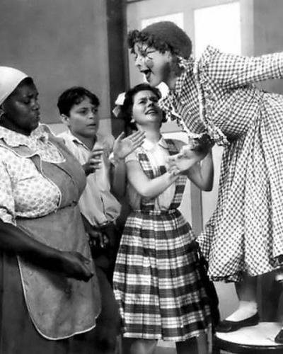 1952 - A TV Tupi foi a primeira a levar o Sítio para a televisão, mas com atores em vez de desenhos. A série teve a atriz Lúcia Lambertini no papel de Emília. O programa era feito ao vivo