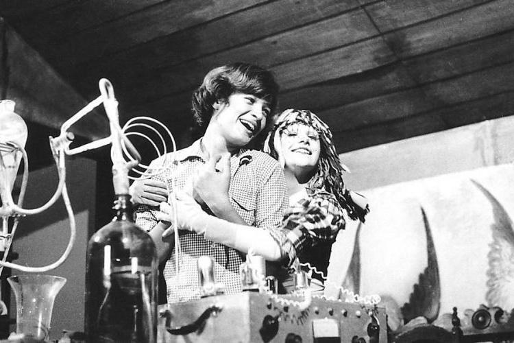 """Dirce Migliaccio foi a Emilia no programa """"Sítio do Picapau Amarelo"""" exibido pela Rede Globo. Em 1978 ela foi substituída pela atriz Reny de Oliveira (foto), que ficou no programa até 1983. Depois, foi a vez da atriz Suzana Abranches dar vida a Emília"""
