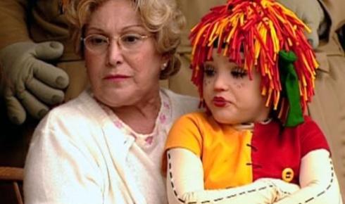 A atriz Nicette Bruno (Dona Benta) fez parte do elenco da 2ª versão do Sítio do Picapau Amarelo. Na obra, Isabelle Drummond fez o papel da boneca Emília. Ao final: Atualmente, a atriz é uma das protagonistas da novela ?Cheias de Charme?, que estreou na Globo em 16/4/12