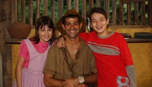Narizinho (Lara Rodrigues), príncipe Otávio (Eduardo Moscovis) e Pedrinho (Cesar Cardadeiro) em episódio exibido pela TV Globo em 2003