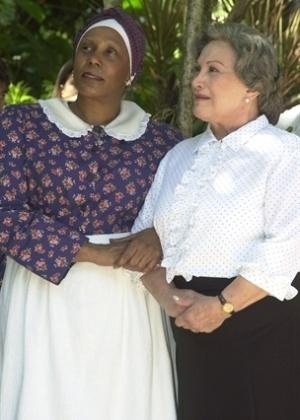 Tia Nastácia (Dhu Moraes) e Dona Bente (Nicette Bruno) fizeram parte da adaptação da obra Sítio do Picapau Amarelo para a Rede Globo (2003)