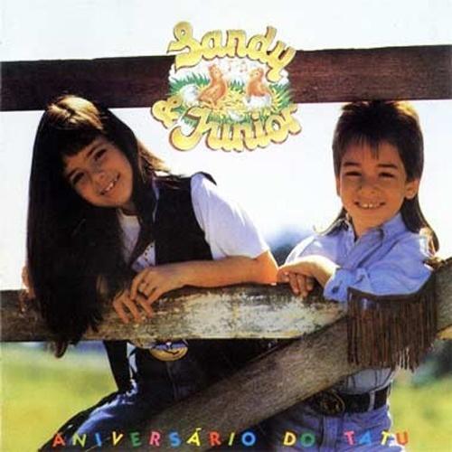 'Aniversário do Tatu' - A famosa dupla Sandy e Júnior foi lançada neste clássico da discografia infantil brasileira