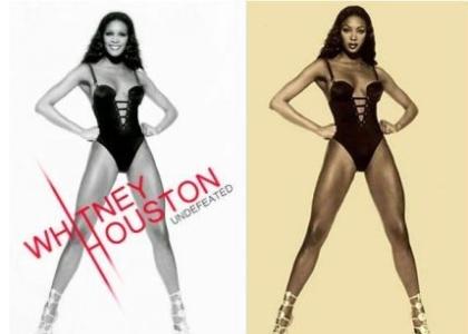 """Circulou na web a """"capa do novo disco de Whitney Houston"""", mas era uma foto antiga de Naomi Campbell. A cantora Whitney Houston morreu afogada na banheira no de um hotel no dia 11/2/12"""