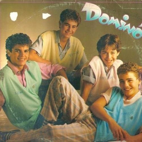 'Dominó' - Como o estilo 'boy band' agradava demais as garotas nos anos 80, o Brasil também teve seus representantes no quesito. E eles seguiam à risca a cartilha das boy bands: dançavam em coreografias, cantavam músicas populares e conquistavam o coração das meninas