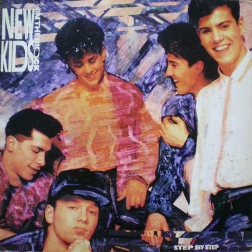 'New Kids On The Block' - Se Menudos era a boy band latina do momento, o 'New Kids On The Block' era o equivalente gringo. A banda também fez muito sucesso entre as adolescentes do país