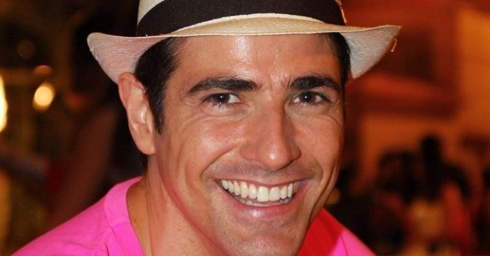 """De chapéu, Reynaldo Gianecchini participa da coletiva de imprensa de """"Passione"""" (27/4/10)"""