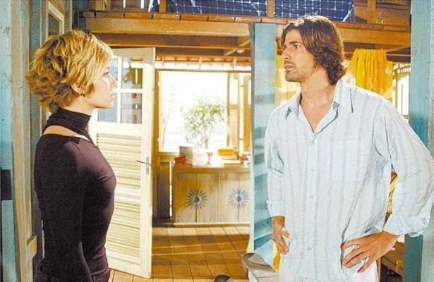 """Giovana Antonelli e Reynaldo Gianecchini em cena da novela """"Da Cor do Pecado"""", da Rede Globo (2004)"""