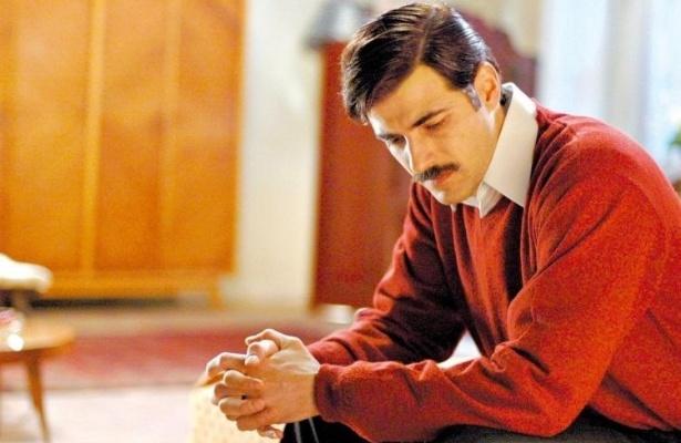 """O ator Reynaldo Gianecchini, de bigode, durante cena do filme """"O Primo Basílio"""", dirigido por Daniel Filho (7/6/07)"""
