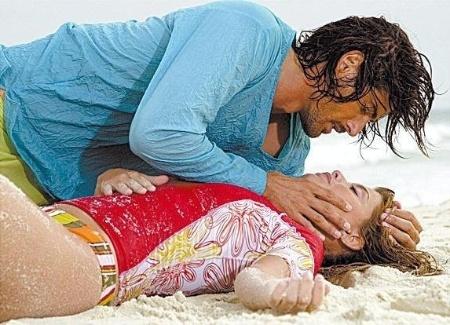 """Os atores Reynaldo Gianecchini e Aline Moraes em cena da novela """"Da Cor do Pecado"""", da Rede Globo (26/03/04)"""
