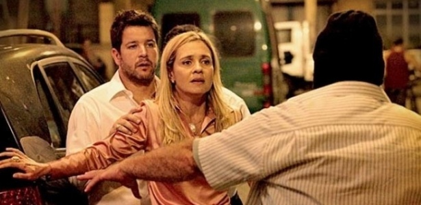 """Em """"Avenida Brasil"""", Carminha trama seu próprio sequestro (2012)"""