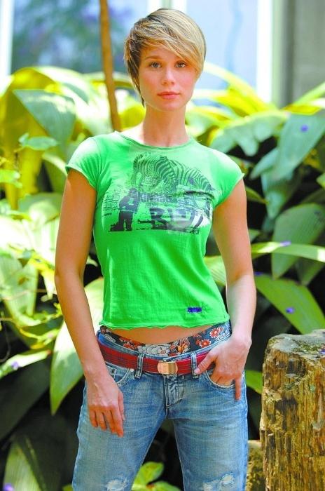 """2008 - A atriz Mariana Ximenes em """"A Favorita"""", novela da Rede Globo. Na trama, a atriz fez o papel de Lara, filha de Flora (interpretada por Patrícia Pillar)"""