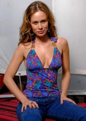 A atriz Mariana Ximenes posa para foto em fevereiro de 2010