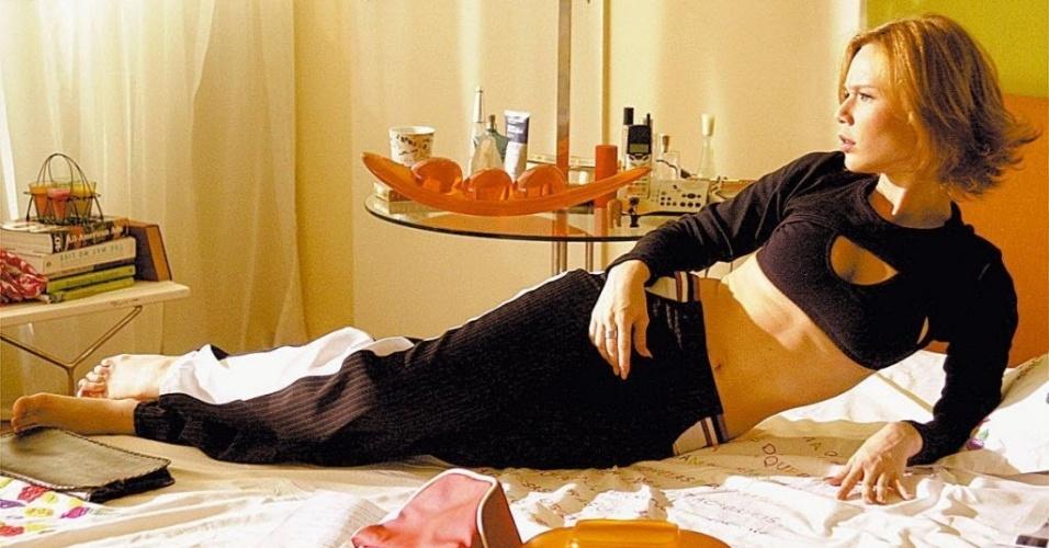 """A atriz Mariana Ximenes durante gravação da comédia """"Histórias de Cama e Mesa"""", exibida pela Rede Globo em 2004"""