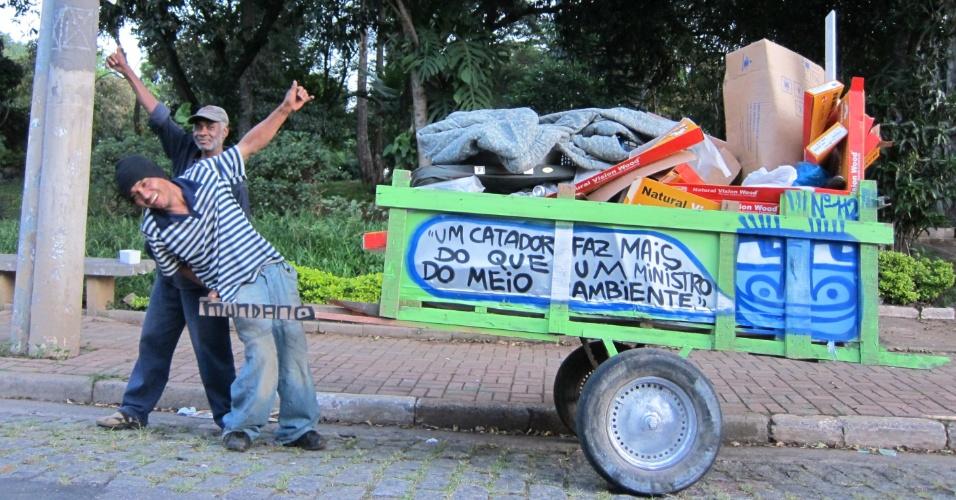 Além de São paulo, Mundano já pintou carroças em diversas cidades brasileiras. Fora do país, ele já atuou na Bolívia, Chile, Argentina e Estados Unidos.