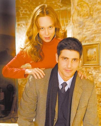 """Os atores Mariana Ximenes e Reynaldo Gianecchini em cena da novela """"Passione"""", em 2010. Na trama, eles viveram os papéis de Clara e Fred"""