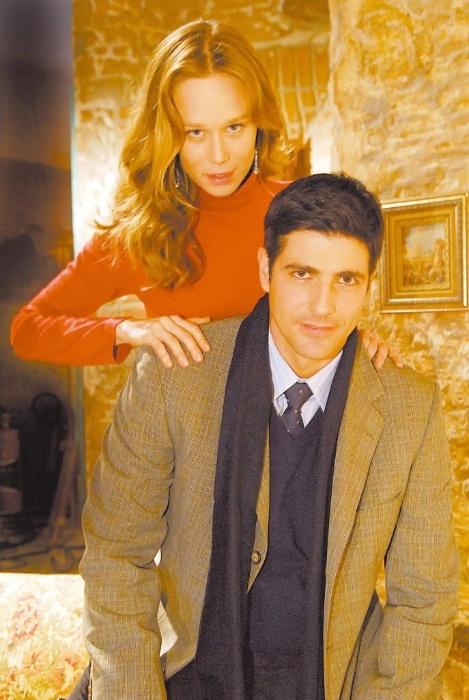 """2010 - Os atores Mariana Ximenes e Reynaldo Gianecchini em cena da novela """"Passione"""". Na trama, eles viveram os papéis de Clara e Fred"""