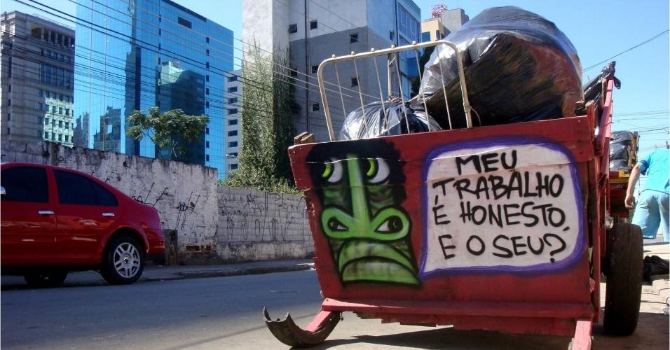 """""""Uma cidade em que você passa cerca de 2 horas e 40 minutos no trânsito é ideal para o tipo de arte do projeto. É neste tempo em que a pessoas estão nas ruas que elas podem ter contato com a arte. Uma carroça pintada passa e a pessoa vê. O grafite é uma arte democrática"""", defende o idealizador do projeto."""