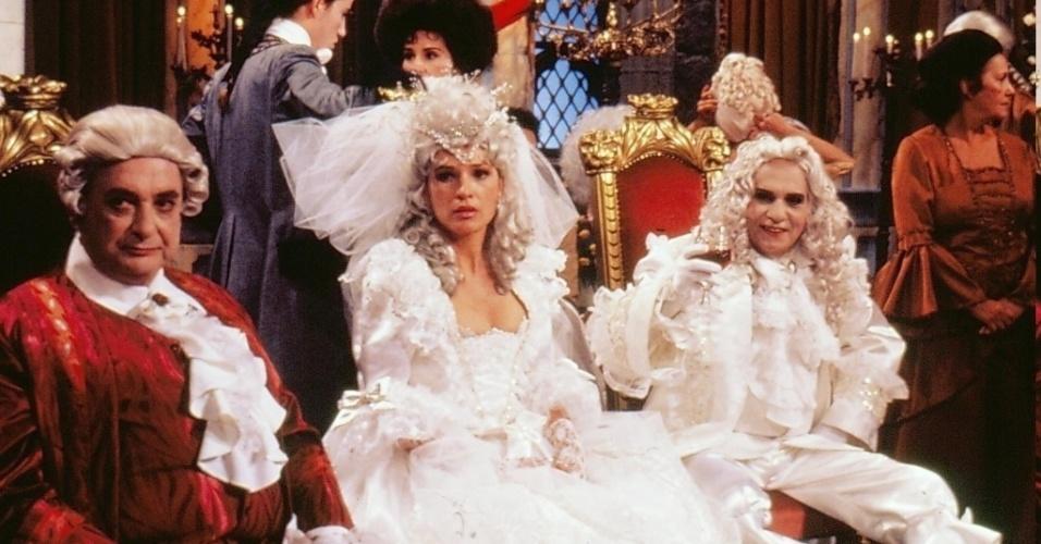 """Roger Webert (Fábio Sabag), Suzanne Webert (Natália do Vale) e Vanolli Berval (Jorge Dória) em cena de """"Que Rei Sou Eu?!"""""""