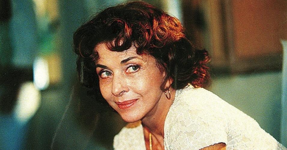 """1999 - A atriz Betty Faria, caracterizada como Carlota Valdez, em cena da novela """"Suave Veneno"""""""