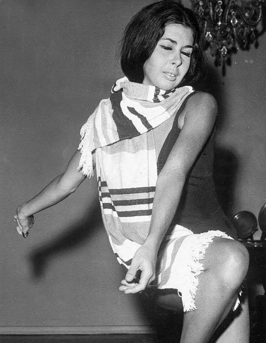 A atriz Betty Faria é clicada dançando em fotografia dos anos 70