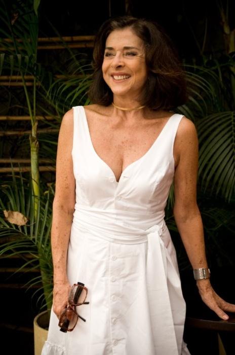 """2010 - Betty Faria no lançamento da nova novela do SBT """"Uma Rosa com Amor"""""""
