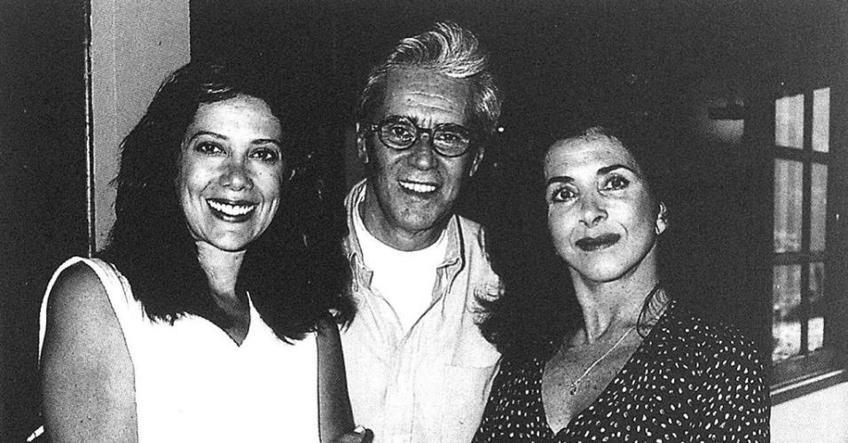 """1995 - Os atores Ângela Vieira (à esquerda), Adriano Reis e Betty Faria integraram o elenco da novela """"A Idade da Loba"""", exibida pela Bandeirantes"""