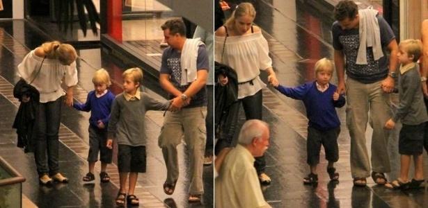 Angélica e Luciano Huck curtem passeio com os filhos Joaquim e Benício no Rio (25/3/12)