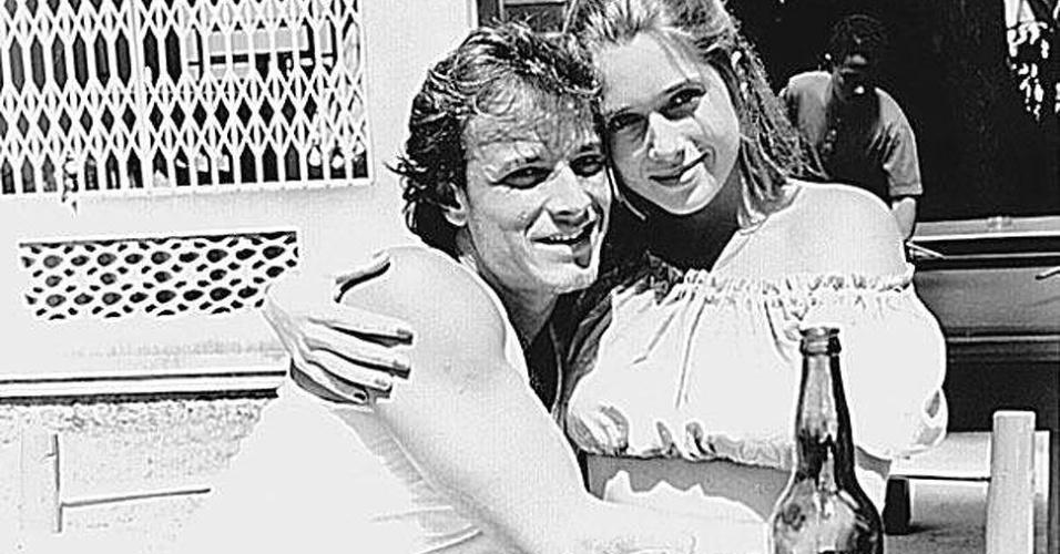 """Os atores Marcelo Novaes e Letícia Spiller levaram o relacionamento de Raí e Babalu para fora da novela """"Quatro por Quatro"""" (1994). O casamento dos atores durou seis anos"""