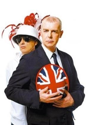 A dupla Pet Shop Boys se tornou um dos ícones do movimento GLS a partir dos anos 90, assim como seus membros: Chris Lowe (à esq) e Neil Tennant