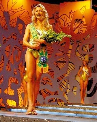 """Em 2004, Grazielli Massafera, eleita Miss Paraná, fica em terceiro lugar no concurso Miss Brasil, início de sua ascensão profissional. No ano seguinte, a bela disputa o """"Big Brother Brasil"""" e desde então não para mais, firmando-se como atriz da Globo"""