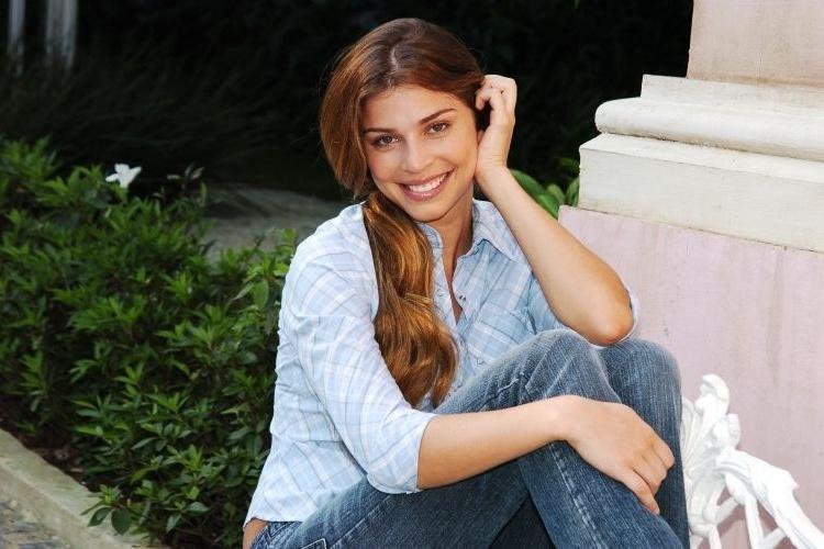 """Grazi Massafera estreou como atriz na novela """"Páginas da Vida"""", exibida pela Globo em 2006. Na trama, ela fazia o papel de Thelma, uma moça simples e boa do interior"""