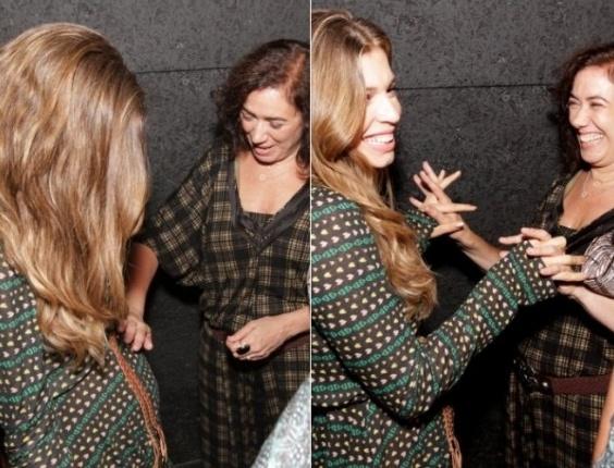 Grazi Massafera ganha carinho de Lilia Cabral ao mostrar barriguinha de gravidez durante evento no Rio (17/12/11). A atriz está grávida de quatro meses do namorado Cauã Reymond. Veja outras grávidas famosas