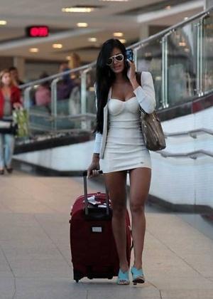 Lorena Bueri, a Gata do Paulistão 2012, é fotografada no aeroporto de Congonhas, em São Paulo (17/5/12).