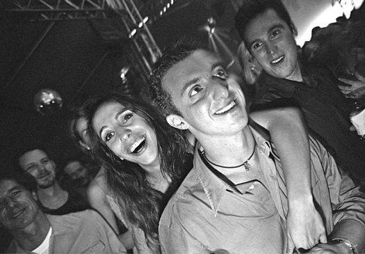 Ivete Sangalo e Luciano Huck aparecem juntos na festa de aniversário do apresentador de TV, em São Paulo (3/9/99). O namoro dos dois durou apenas seis meses