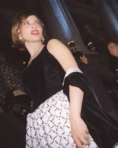 A atriz Isadora Ribeiro comparece a entrega do Prêmio Sharp de Música e Teatro, de 1996