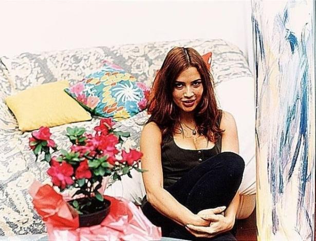 A atriz Isadora Ribeiro em seu apartamento, no Leblon (1995)