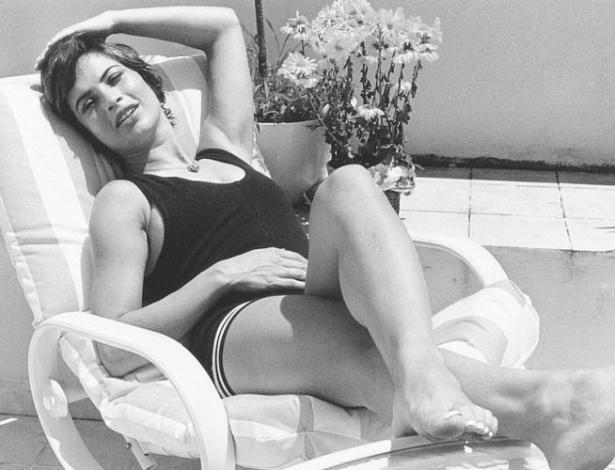 A atriz Isadora Ribeiro posa para fotografia em novembro de 1995, quando interpetou a personagem Odaísa, de 'Explode Coração'