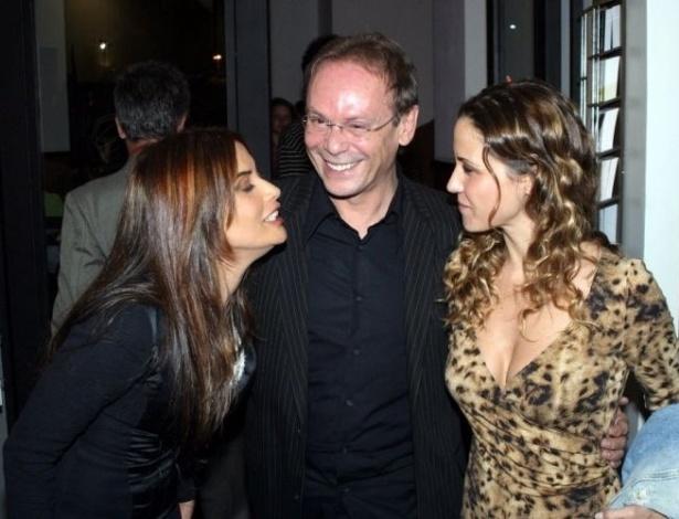 Ao lado dos atores José Wilker e Guilhermina Guinle, Isadora Ribeiro comparece no encerramento do Festival do Rio 2004, na Cinelândia, Rio de Janeiro