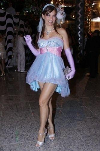 Isadora Ribeiro participa do Baile de Gala da cidade do Rio de Janeiro, no Píer Maua (3/3/11)
