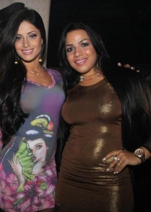 A dançarina Mariana Souza prestigiou a noite de autógrafos da 'Playboy' de Aline Riscado (10/6/12)