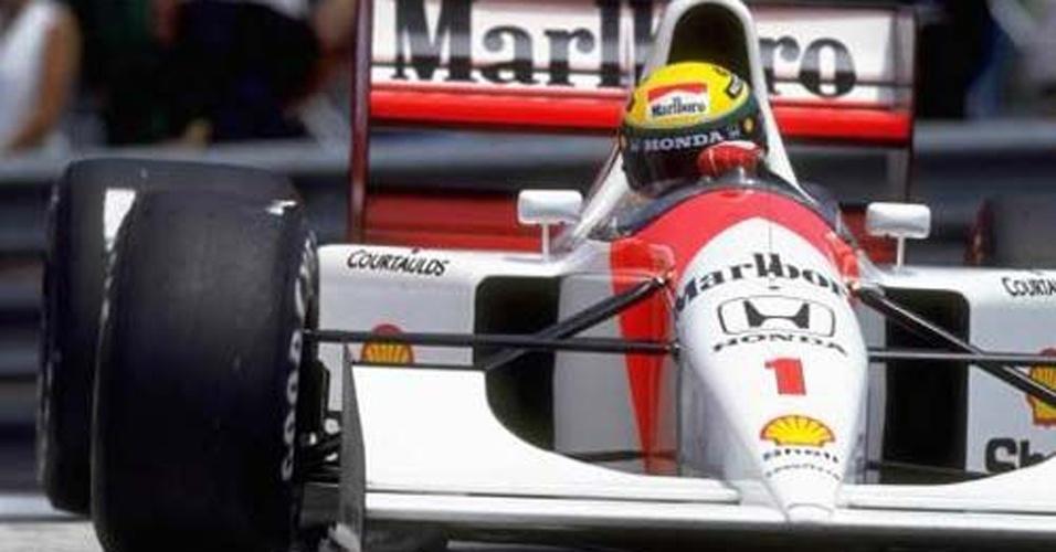 ESPORTE: No automobilismo, Ayrton Senna continuava como o grande ídolo nacional. Em 1992, ele terminou a Fórmula 1 em quarto lugar, após ter chegado três vezes (1991, 1990 e 1988) ao topo do pódio. Ele perdeu o terceiro lugar para o então estreante, Michael Schumacher.