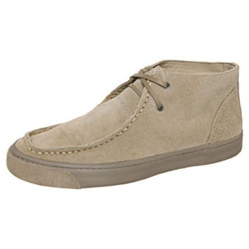 MODA: Nos pés das pessoas era possível encontrar o Nauru, o calçado mais popular do ano de 1992.