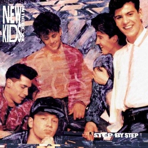 MÚSICA: Um dos precurssores das febres das 'boy bands', os 'New Kids On The Block' agitavam o cenário musical das adolescentes de 1992.