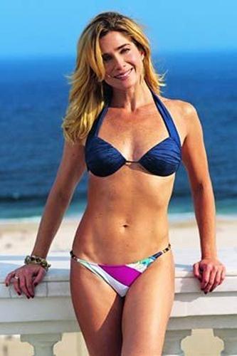 Dez.2007 - Letícia Spiller exibe suas curvas na revista Boa Forma