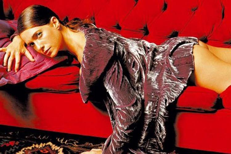 2005 - Letícia Spiller faz ensaio sensual para a revista Universo Masculino