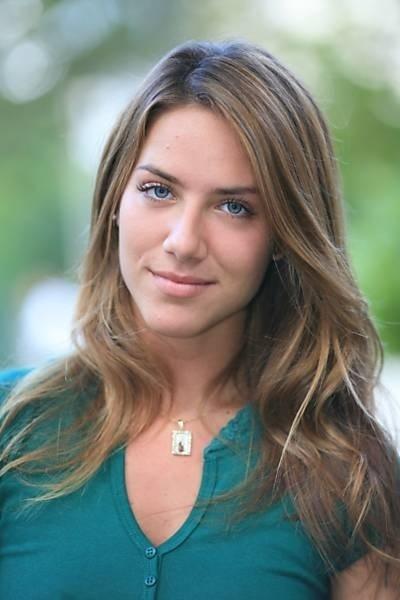 """Giovanna Ewbank era Sharon, uma das moças da agência de Cilene (Elizângela) em """"A Favorita"""" (2008)"""